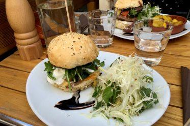 Les burgers bio, locaux et faits maison du restaurant Sainbioz à Nantes