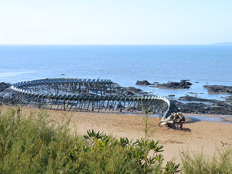Serpent d'océan : sculpture monumentale de l'artiste Huang Yong Ping