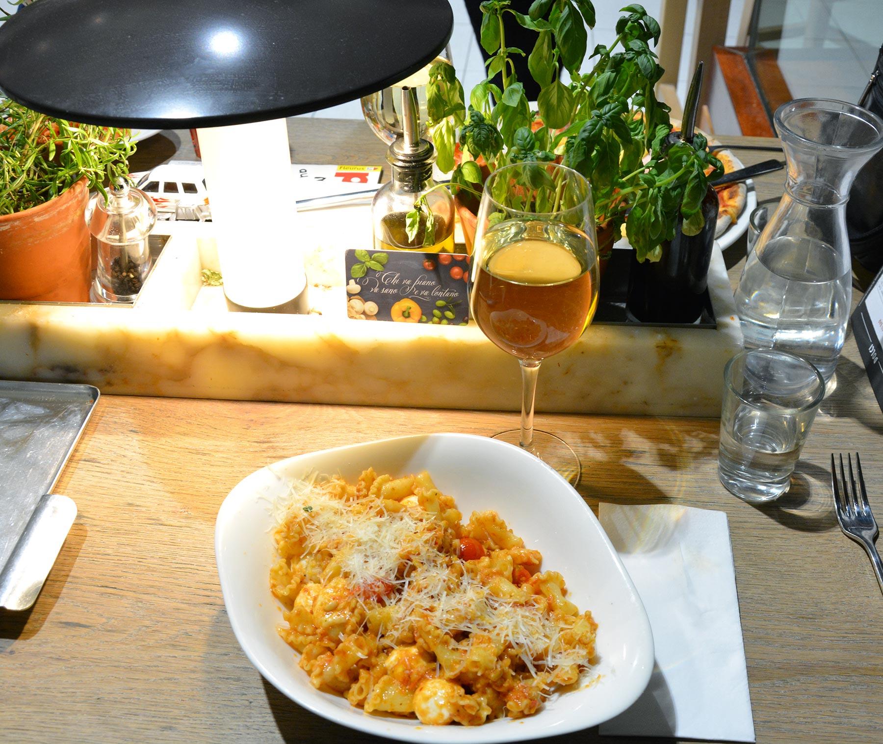 Pasta caprese chez Vapiano Nantes Atlantis