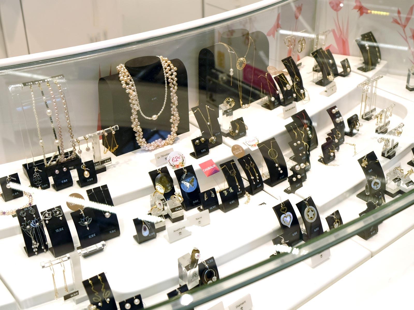 bc0a89a79a650 Bijoux du Manège à bijoux du magasin Leclerc Orvault grand val à côté de  Nantes