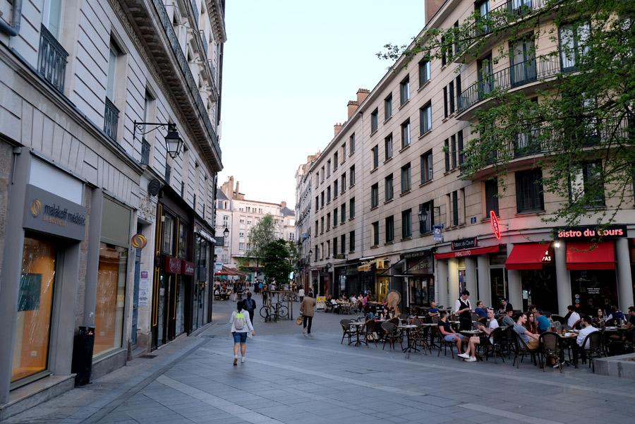 La douceur du centre-ville de Nantes le soir