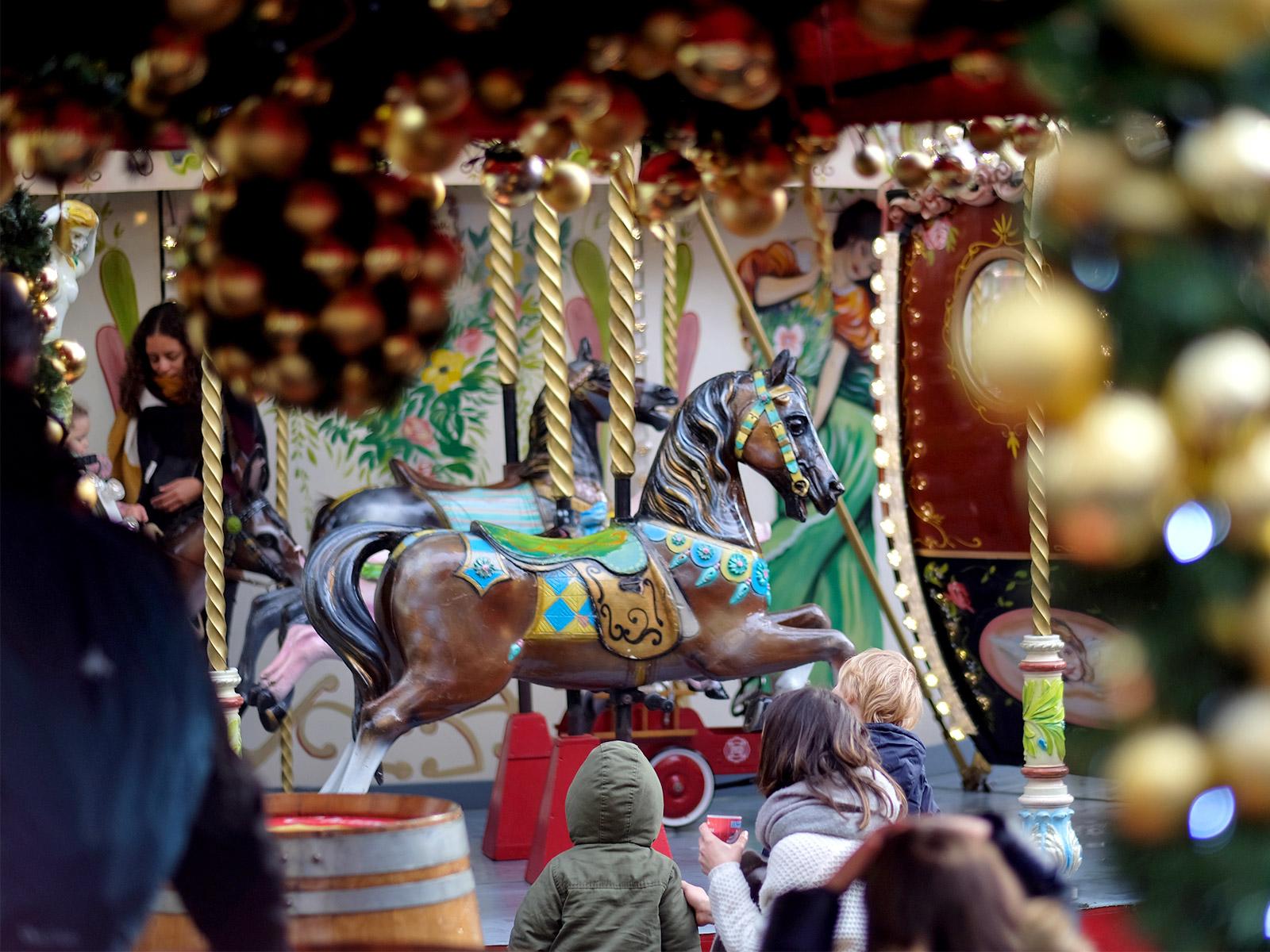 Noël à Nantes en 2019 avec le joli manège place Royale
