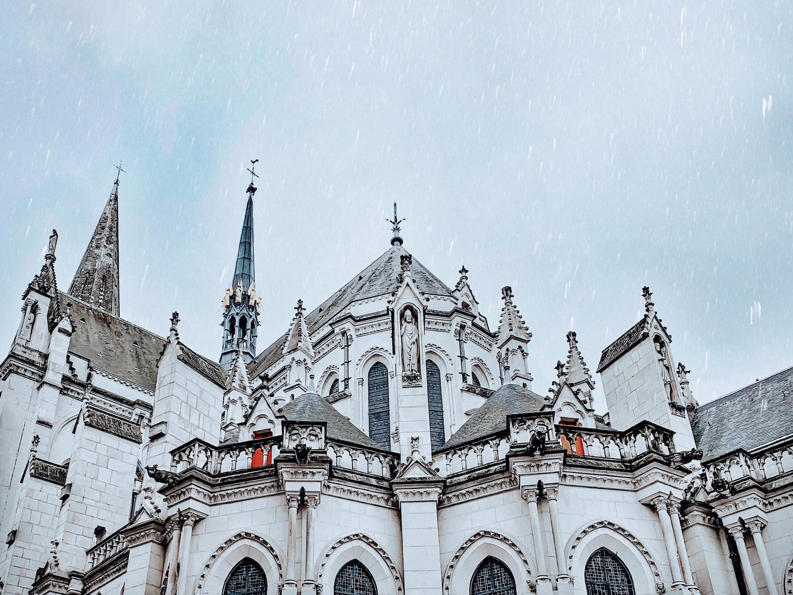L'église St Nicolas à Nantes sous la neige